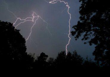 Groźna burza w środku nocy