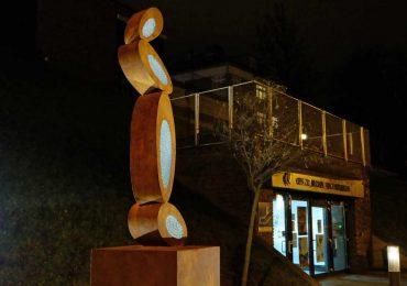 Przed CDS-em stanęła rzeźba Witolda Śliwińskiego