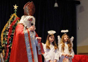 Święty Mikołaj odwiedził dzieci w Domu Ludowym