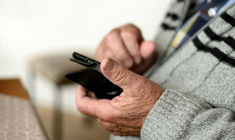 TELEWSPARCIE dla krośnieńskich seniorów